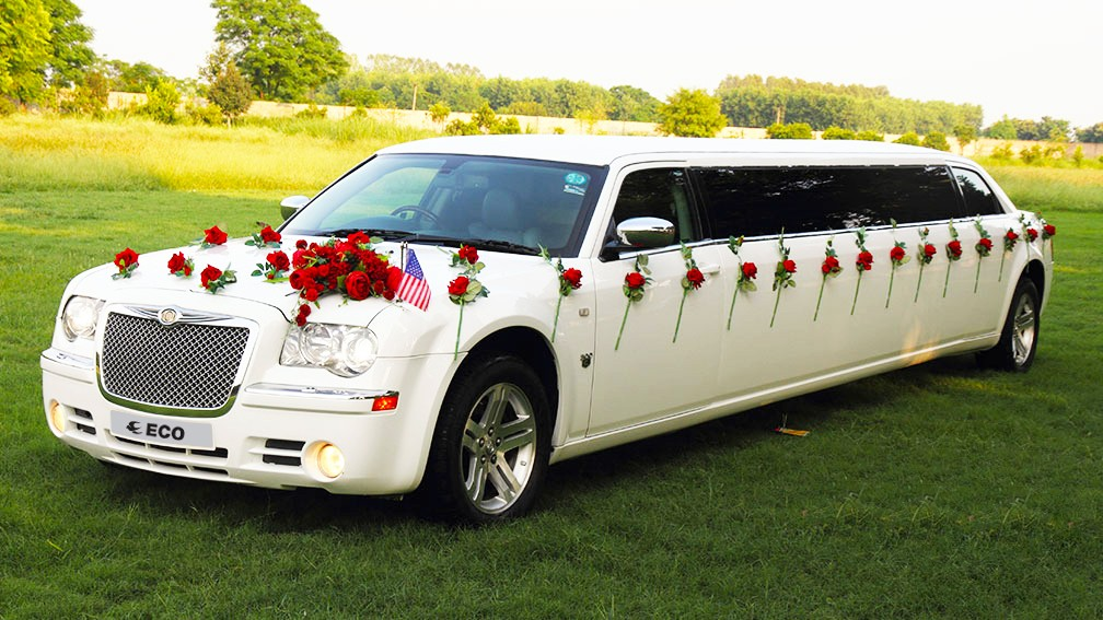 Luxury Wedding Is Imperfect Without Limousine 2